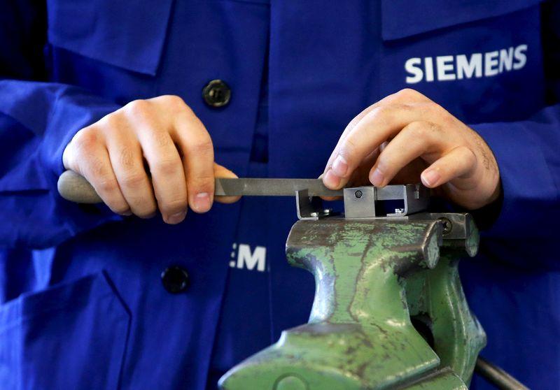 © Reuters.  German Investor Sentiment Improves on Signs Economy Near Bottom