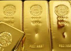 PRECIOUS-Gold prices gain as dollar loses ground after weak U.S. data By Reuters