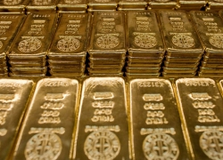 PRECIOUS-Gold prices edge up from 7-month low By Reuters