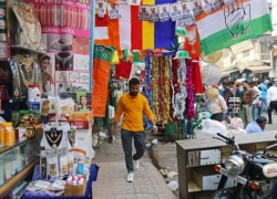 Consumers in India Turn Most Pessimistic in More Than Five Years By Bloomberg
